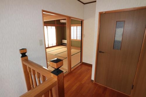 2階廊下から部屋ビフォー.JPG